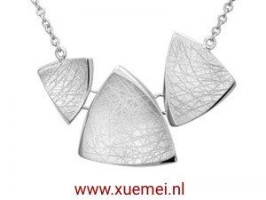 """Zilveren collier """"driehoeken"""""""