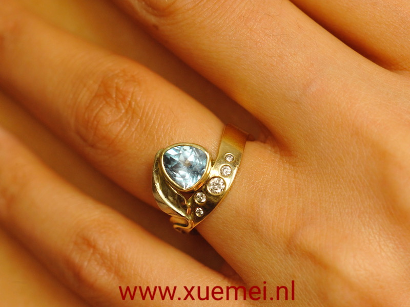 Opdracht gouden verlovingsring met diamanten en grote topaas