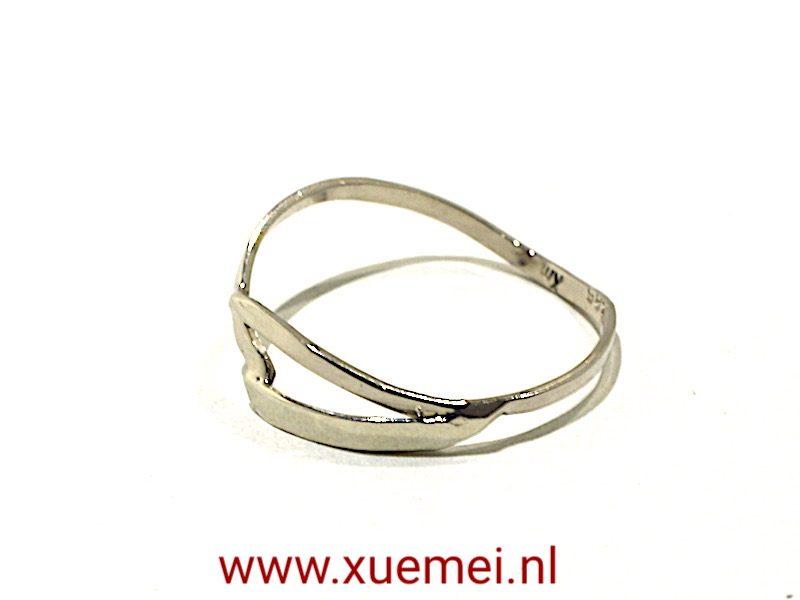 "Witgouden ring ""Waves"""