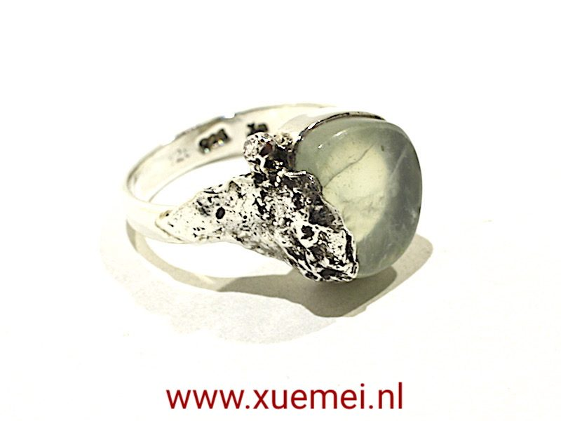 """Zilveren ring met jade """"On the top of the mountain"""""""
