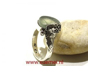 "Zilveren ring met jade ""On the top of the mountain"""