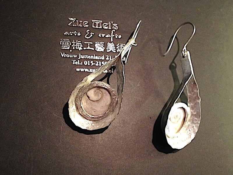 Opdracht zilveren oorbellen met schelpen/ diploma cadeau