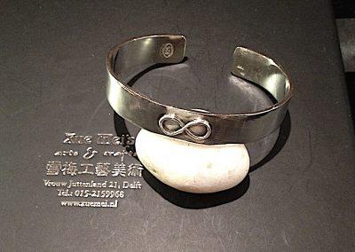 Opdracht zilveren slavenarmband met Lemniscaat
