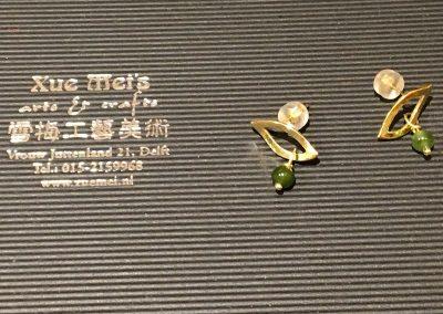 """Opdracht gouden oorknopen """"blaadje met jade"""""""
