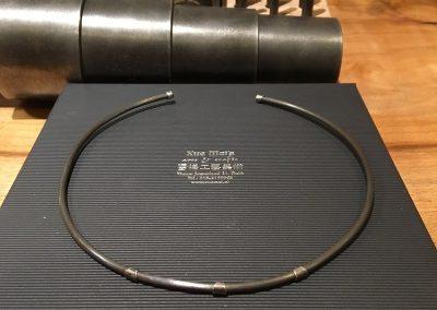 Opdracht titanium collier / spang met goud