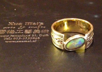 Oude gouden trouwring vermaken met opaal