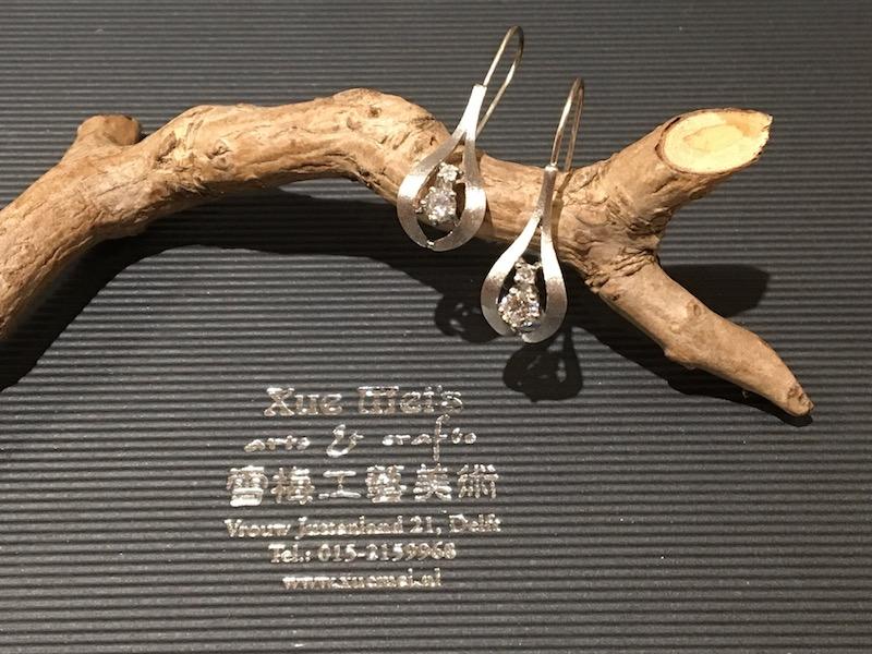 Opdracht witgouden oorbellen met diamanten