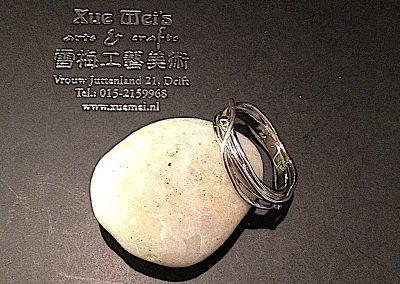 Opdracht gouden zilveren ring met oude witgouden trouwring