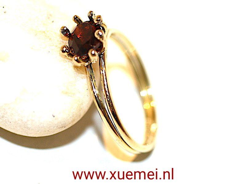 gouden ring granaat handgemaakt door goudsmid Xuemei Dijkstal