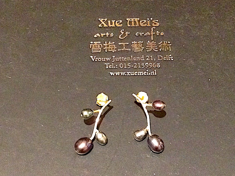 Gouden oorknopen met parels