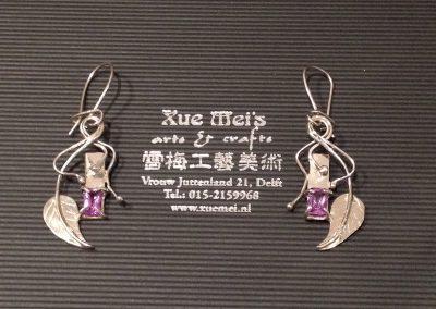 Opdracht witgouden oorbellen met Alexandriet steen