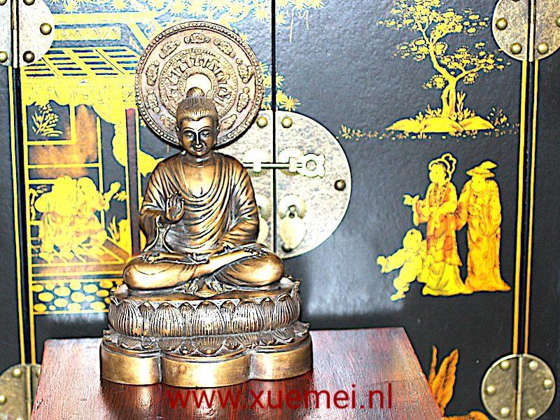 Bronzen Boeddha uit Birma, Het heeft een paar bijzondere details die het beeld heel uniek maken