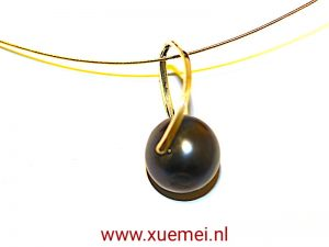 "Gouden hanger met zwarte parel ""Hold you in my arms"""