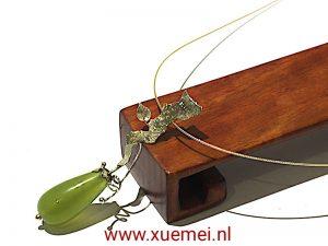 """Gouden hanger met jade """"Love grows"""""""