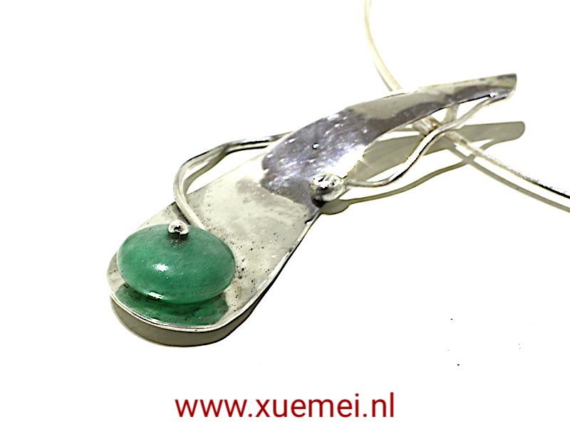 juwelier xuemei verkoopt zelf gemaakte zilveren armbanden