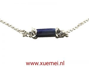 "Zilveren collier met lapis ""Very close"""