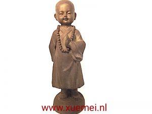 Aardewerk kind monnik begroeten