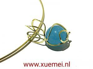 gouden-hanger-blauw-agaat-edelsmid-Delft-Xuemei-Dijkstal