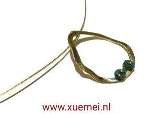gouden-hanger-smaragd-circle-of-life-edelsmid-Xue-Mei-Delft