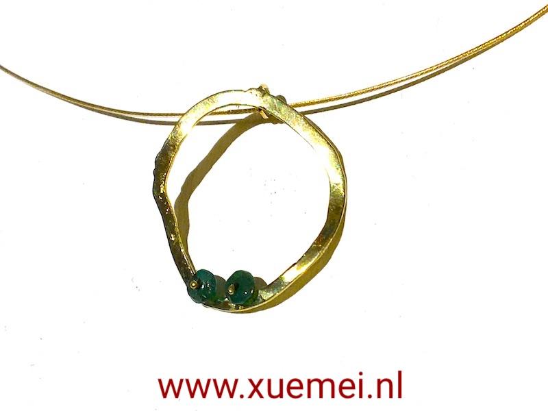 gouden-hanger-smaragd-circle-of-life-edelsmid-Xuemei-Dijkstal