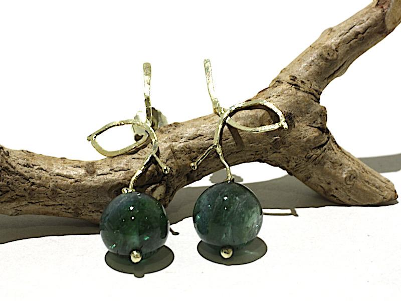 Gouden oorbellen met groene toermalijn