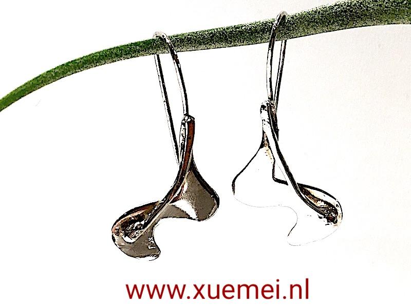 unieke zilveren oorbellen - edelsmid Xuemei Dijkstal