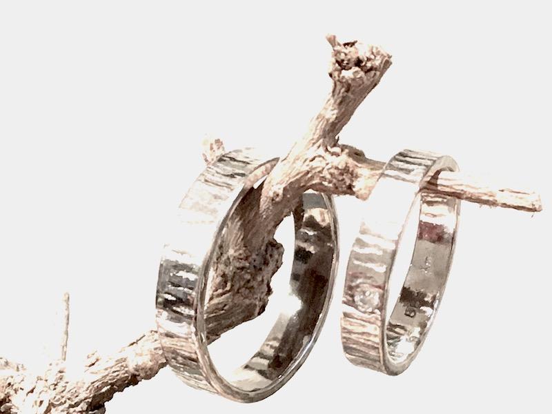 witgouden trouwringen boomstam met diamant gemaakt door edelsmid xuemei
