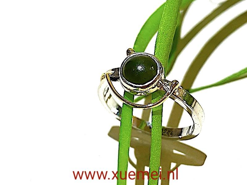 zilveren gouden ring met groene edelsteen - nefriet jade - uniek - edelsmid Xuemei Dijksta