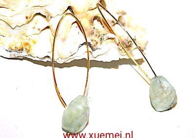 """Gouden oorbellen met aquamarijn """"just a little bit blue"""""""