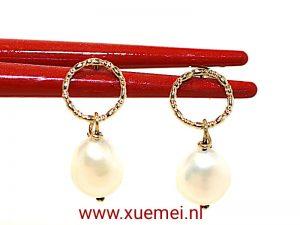 """Gouden oorbellen met witte parel """"cirkeltje rond"""""""