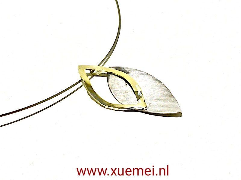 """Gouden/Titanium hanger met collier """"2 leaves"""""""