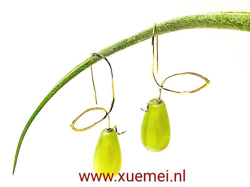 gouden-oorbellen-Jade-groen-steen-edelsmid-Xuemei-Dijkstal