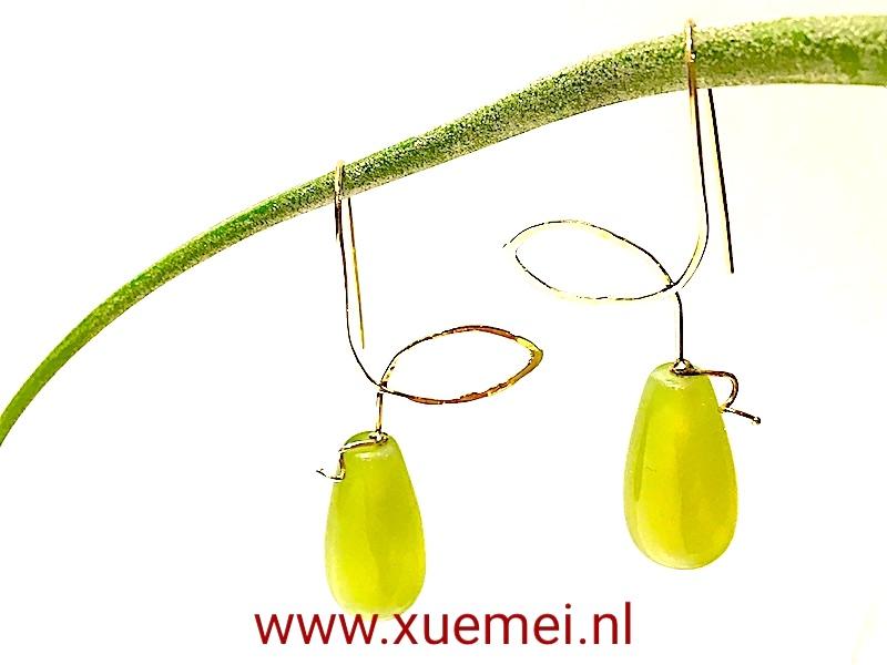 gouden-oorhanger-jade-edelsmid-Xuemei-Dijkstal