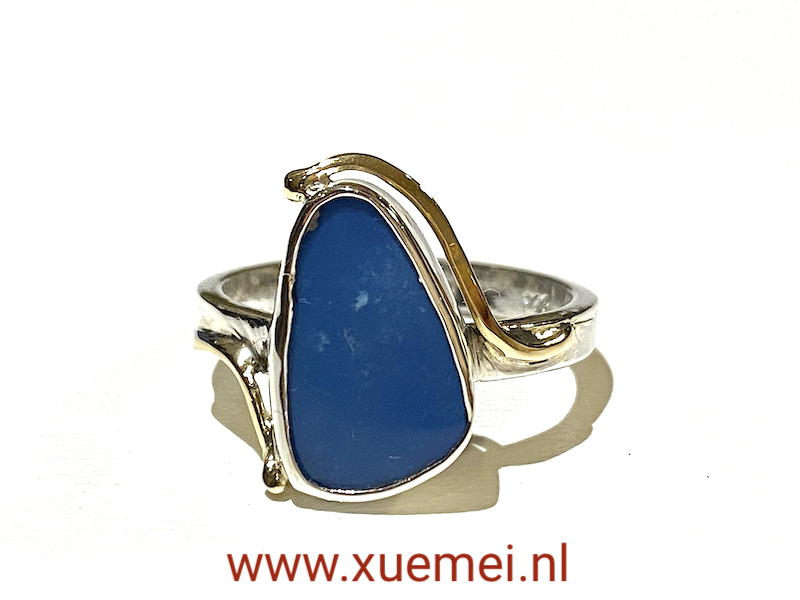 zilveren gouden ring met opaal - blauwe steen - edelsmid Xuemei Dijkstal