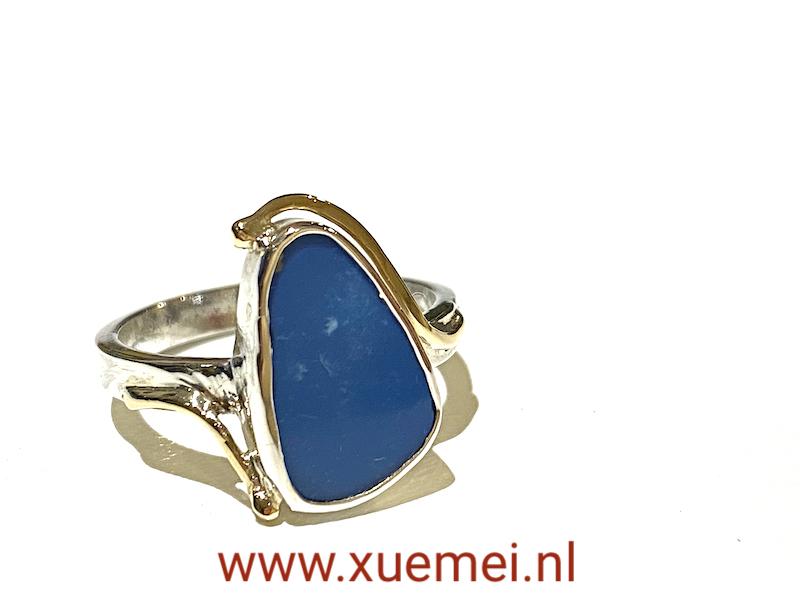 zilveren gouden ring met opaal - blauwe steen - uniek - edelsmid Xuemei Dijkstal