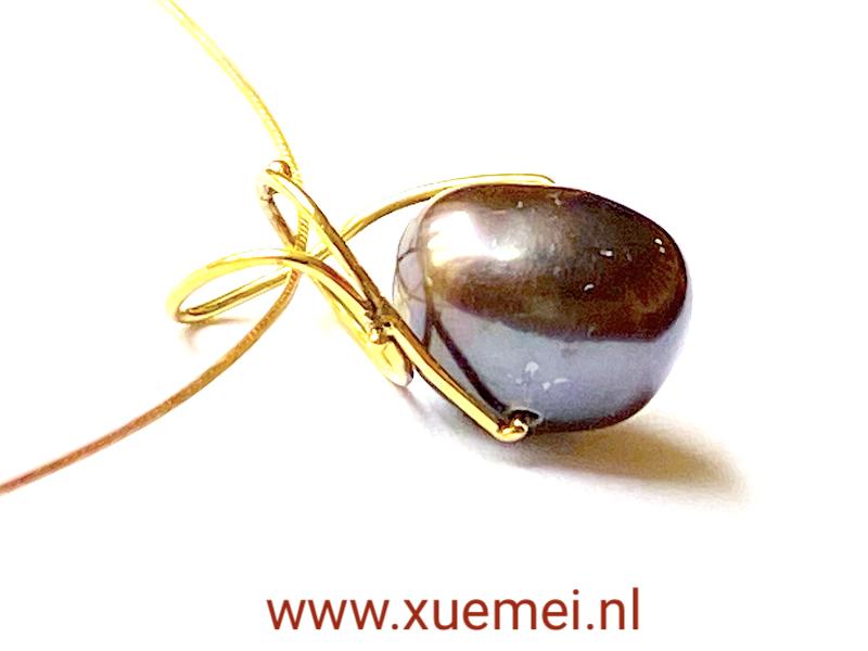 parel hanger goud - uniek - handgemaakt - edelsmid Xuemei Dijkstal