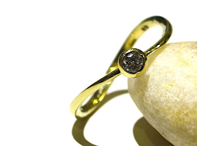gouden ketting met malachiet edelsteen