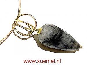 gouden hanger toermalijnkwarts - edelsmid Xuemei Dijkstal - uniek
