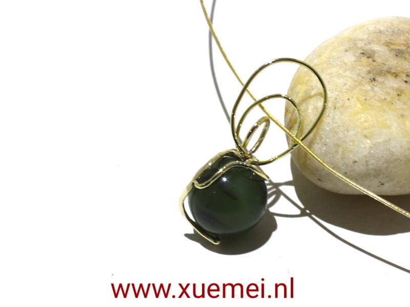 gouden hanger jade - groen steen - edelsmid Xue Mei