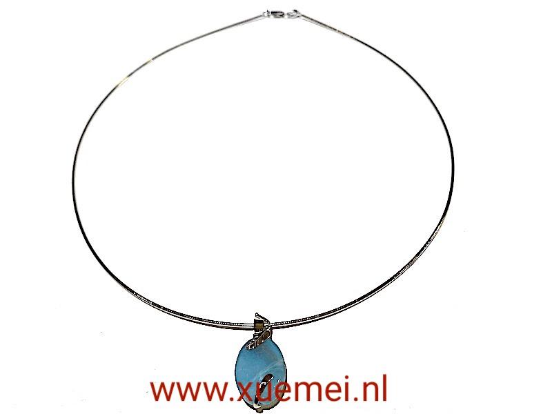 witgouden ketting:hanger met blauwe edelstenen - amazoniet - blaadje - goudsmid Xuemei Dijkstal