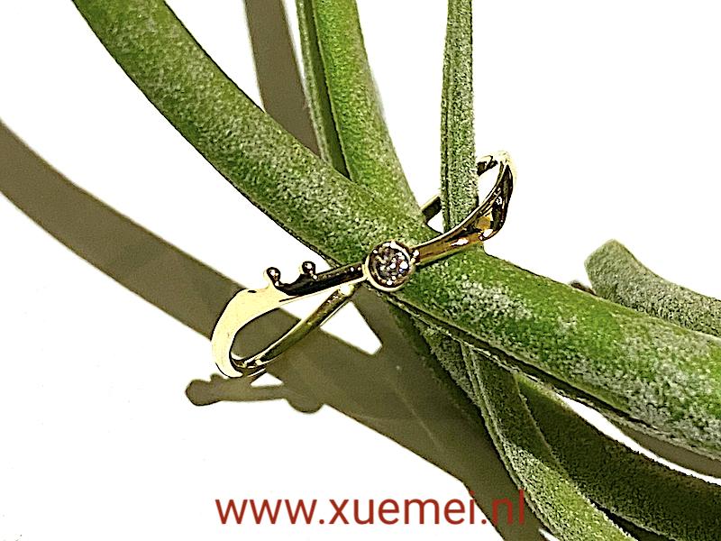 gouden ring met diamantje - goudsmid Xuemei Dijkstal - handgemaakt