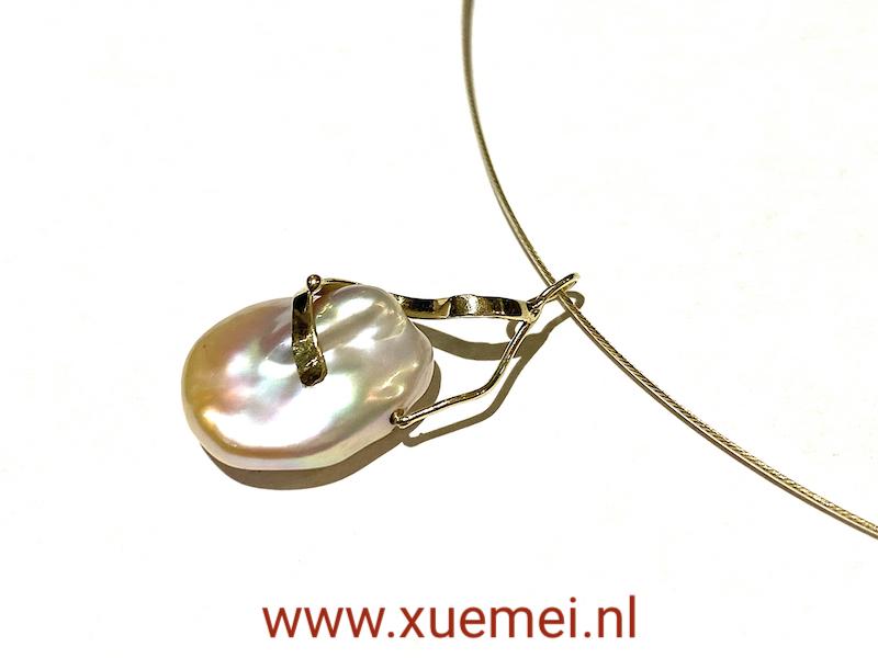 Gouden hanger met parel - handgemaakt - goudsmid Xuemei Dijkstal
