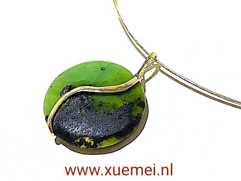 gouden hanger chrysopraas - Yin Yang - edelsmid Xuemei Dijkstal - groene steen