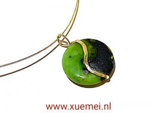gouden hanger met chrysopraas - groene steen - yin yang - goudsmid Xuemei Dijkstal