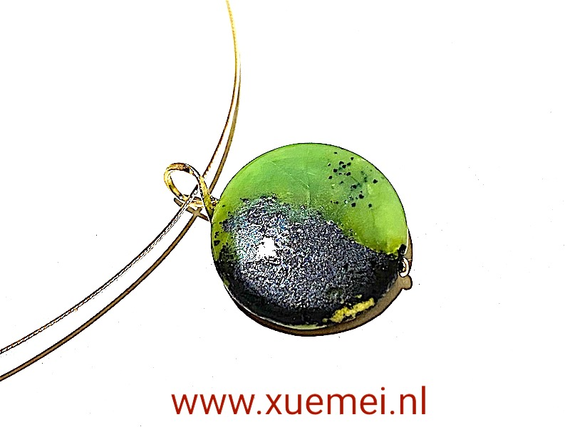 gouden hanger met groene steen - chrysopraas - yin yang - edelsmid Xuemei Dijkstal
