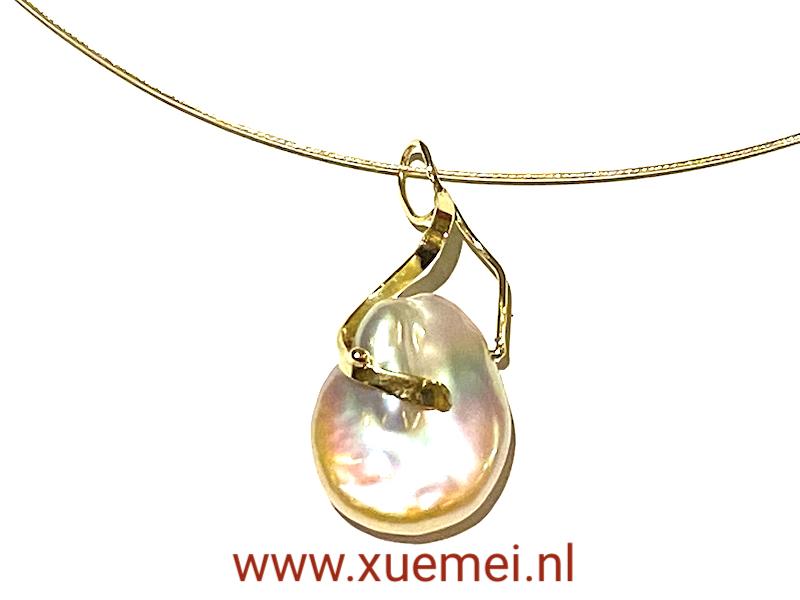 gouden hanger met parel - uniek - edelsmid Xuemei Dijkstal