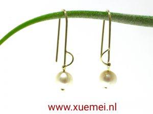 gouden oorbellen parel - edelsmid Xuemei Dijkstal - Delft