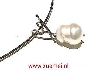 gouden-hanger- parel-goudsmid-Xue-Mei-Delft