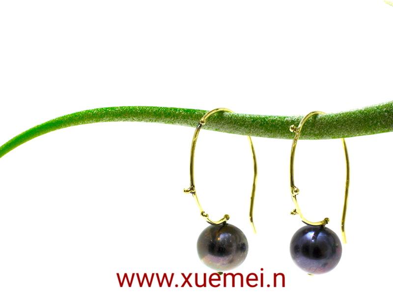 gouden oorbellen zwart parel - goudsmid Xuemei Dijkstal - Delft