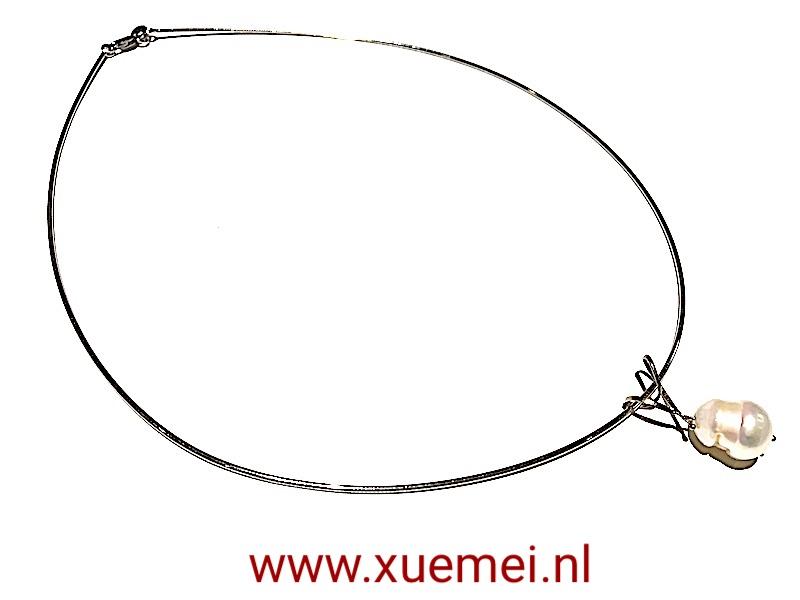witgouden-collier-met-parel-edelsmid-Xue-Mei-handwerk.